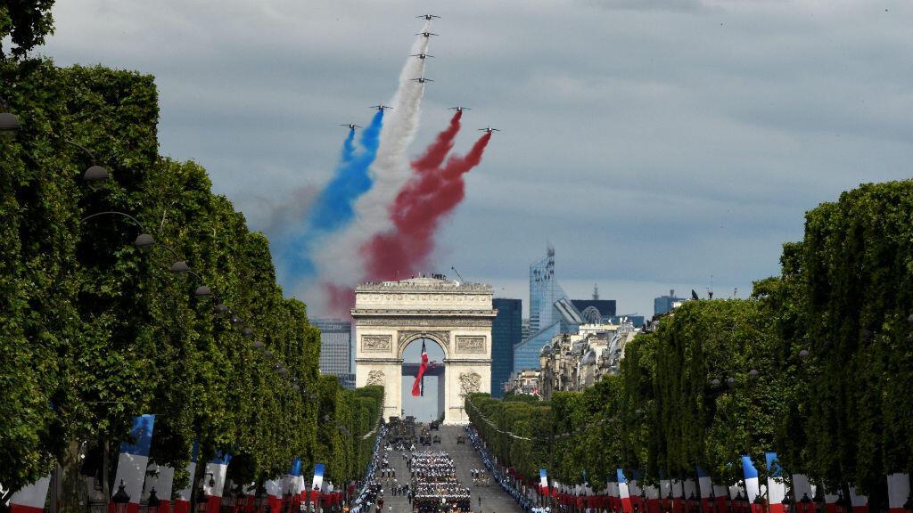 55 avions et 20 hélicoptères ont survolé les Champs-Élysées pour le 14 juillet.