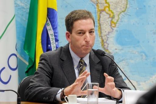 Le journaliste américain Glenn Greenwald à l'aéroport de Rio.