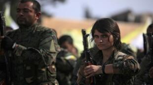 قوات سوريا الديمقراطية في حقل العمر النفطي بدير الزور، سوريا في 23 مارس/ آذار 2019.