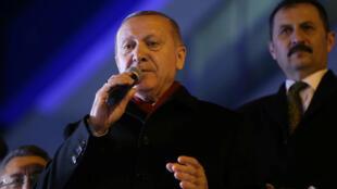 الرئيس التركي خلال تجمع لأنصاره في إسطنبول. 8 مارس/آذار 2020