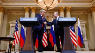 El presidente estadounidense, Donald Trump, junto a su homólogo ruso, Vladímir Putin, al término de la cumbre que celebraron en Helsinki, Finlandia, el 16 de agosto de 2018.