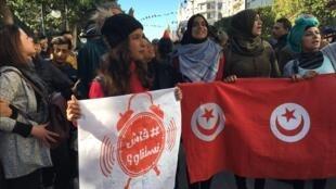 صور مسيرات جابت شارع بورقيبة في العاصمة تونس في 14 كانون الثاني/يناير 2018