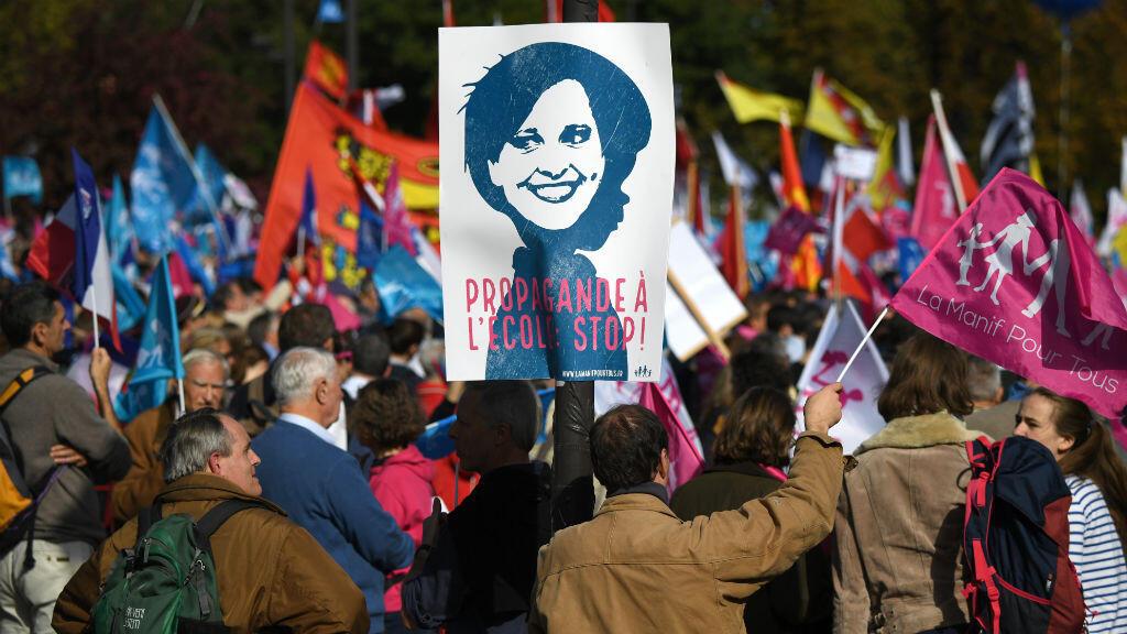 Le mouvement anti-mariage homosexuel, la Manif pour tous, a protesté dans les rues de Paris, le 16 octobre 2016.