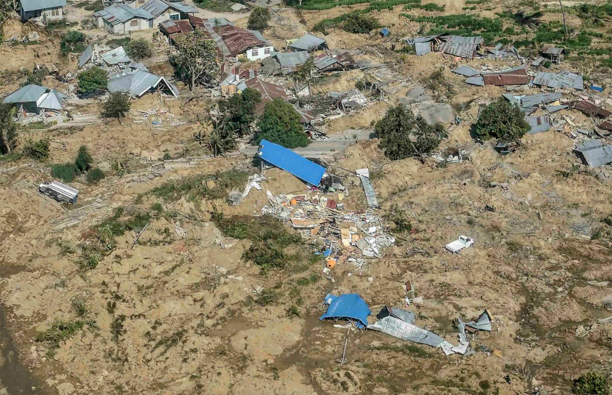 Antara Foto/Muhammad Adimaja via REUTERS | Authorities on Sunday announced it would start mass burials in order to avoid the spread of disease.