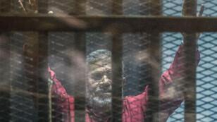 Mohamed Morsi lors de l'un de ses procès, le 23 avril 2016, au Caire.