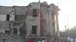 - تدمير جزء من واجهة مبنى القنصلية الإيطالية بالقاهرة
