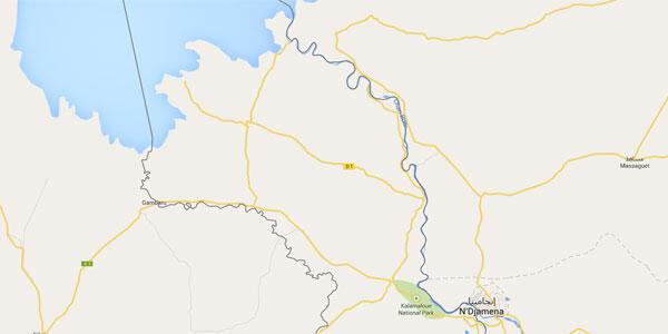 Le fleuve Chari traverse la capitale N'Djamena avant de marquer la frontière entre le Tchad et le Cameroun puis de se jeter dans le lac Tchad. À près de 30 kilomètres à l'Ouest se trouve la frontière avec le Nigeria.