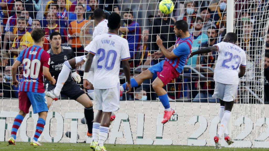 الدوري الإسباني: ريال مدريد يتغلب على برشلونة 2-1 في كلاسيكو مثير thumbnail
