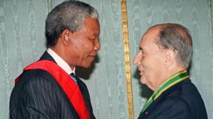 Nelson Mandela et François Mitterrand