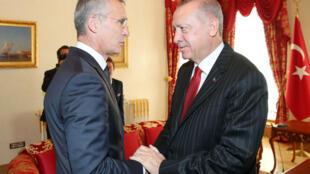 Le président turc Recep Tayyip Erdogan rencontre le secrétaire général de l'Otan Jens Stoltenberg à Istanbul, le 11 octobre 2019.