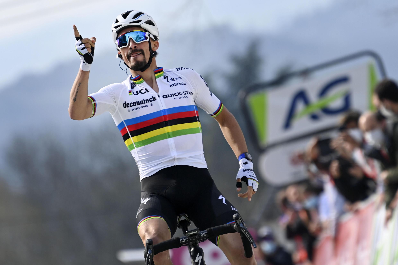 Julian Alaphilippe vainqueur de la Flèche Wallonne, à Huy, le 21 avril 2021.