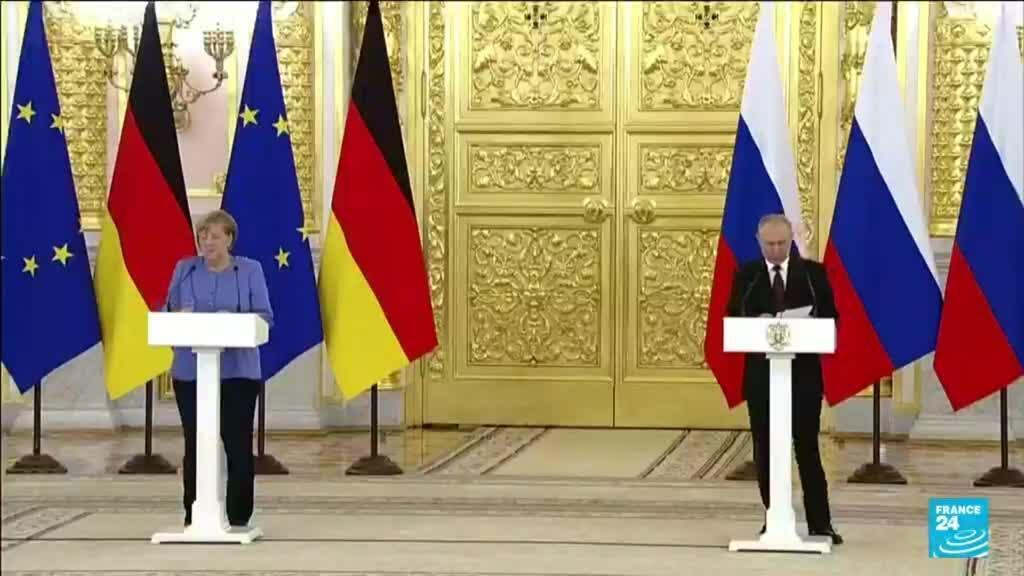 """2021-08-20 18:05 Merkel demande la """"libération"""" de l'opposant Alexeï Navalny, Poutine refuse"""