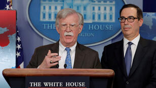 El asesor de seguridad nacional de Estados Unidos, John Bolton, se dirige a los reporteros durante una conferencia de prensa en la Casa Blanca en Washington, EE. UU.