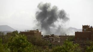 Raid aérien mené sur Sanaa par la coalition arabe.