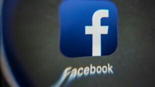 """Vous avez le béguin pour un autre usager de Facebook? Le réseau social veut vous aider à lui signifier votre """"crush"""" secret grâce à l'une de ses nouvelles fonctionnalités"""