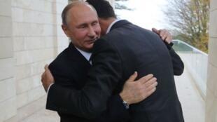 Vladimir Poutine et Bachar al-Assad à Sotchi, le 20 novembre 2017.