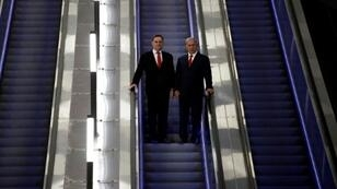 رئيس الوزراء الإسرائيلي بنيامين نتانياهو مع وزير النقل يسرائيل كاتس بمحطة إسحق نافون في القدس، 20 أيلول/سبتمبر 2018