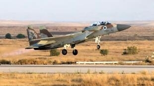 مقاتلة إف-15 إسرائيلية تقلع من قاعدة عسكرية في صحراء النقب في 30 حزيران/يونيو 2016