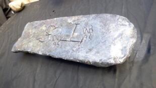 سبيكة فضية وزنها 50 كلغ عثر عليها في حطام سفينة قبالة سواحل جزيرة سانت ماري