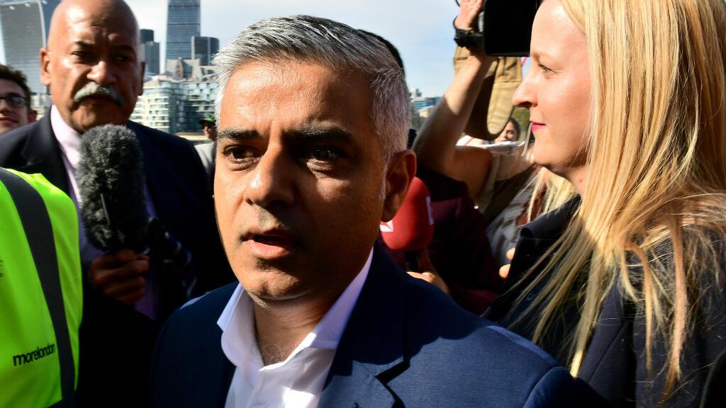 Le candidat à la mairie de Londres, Sadiq Khan, vendredi 6 mai 2016, lors de son arrivée à l'Hôtel de Ville.