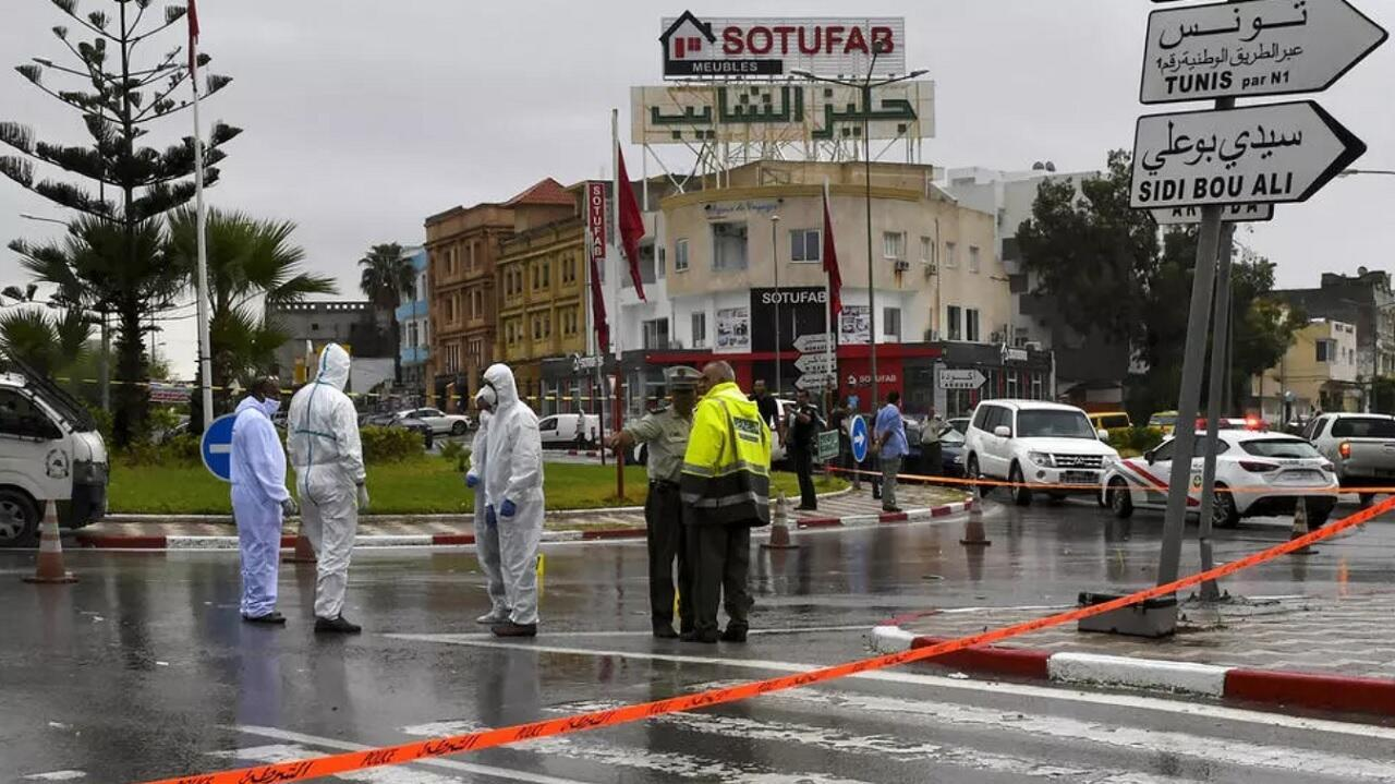 الشرطة الجنائية التونسية في موقع الهجوم على عنصرين من الحرس الوطني. سوسة في 6 سبتمبر/أيلول 2020.