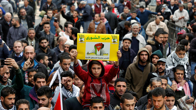"""Manifestaciones contra el reconocimiento del presidente de EE. UU., Donald Trump, de Jerusalén como capital de Israel, en Amman, Jordania, el 29 de diciembre de 2017. La pancarta dice: """"Jerusalén es la capital eterna de Palestina"""""""