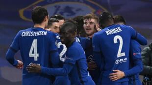 Los jugadores del Chelsea celebran el primer tanto contra el Real Madrid, anotado por Timo Werner, en la vuelta de las semifinales de la Liga de Campeones, el 5 de mayo de 2021 en Londres