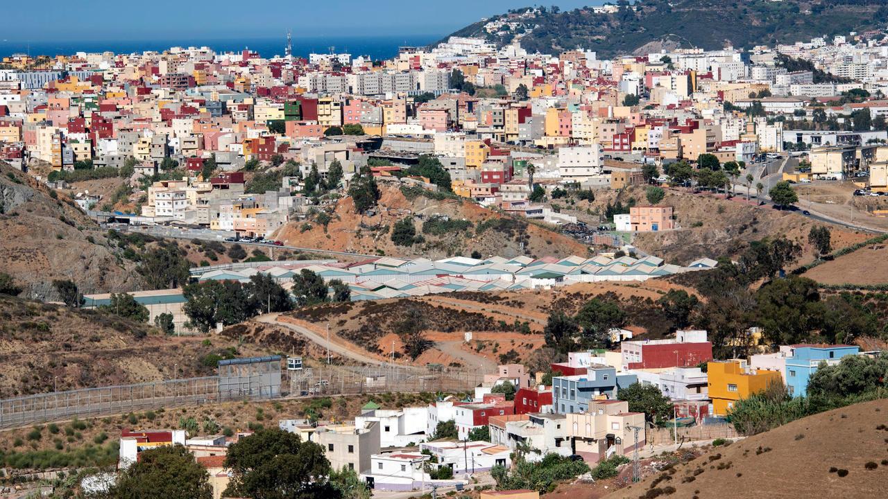 صورة لجيب سبتة على مضيق جبل طارق مأخوذة من مدينة الفنيدق المغربية في 29 آب/أغسطس 2020