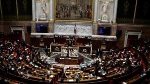 مشهد عام من الجمعية الوطنية في باريس في 13 نيسان/أبريل 2021
