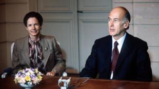 Le président de la République Valéry Giscard d'Estaing, le 3 mars 1981 à l'Élysée, avec sa femme Anne-Aymone, avant d'annoncer briguer un second mandat.