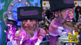 Carroza del Carnaval de Aalst en 2019, en donde se ven representaciones antisemitas.