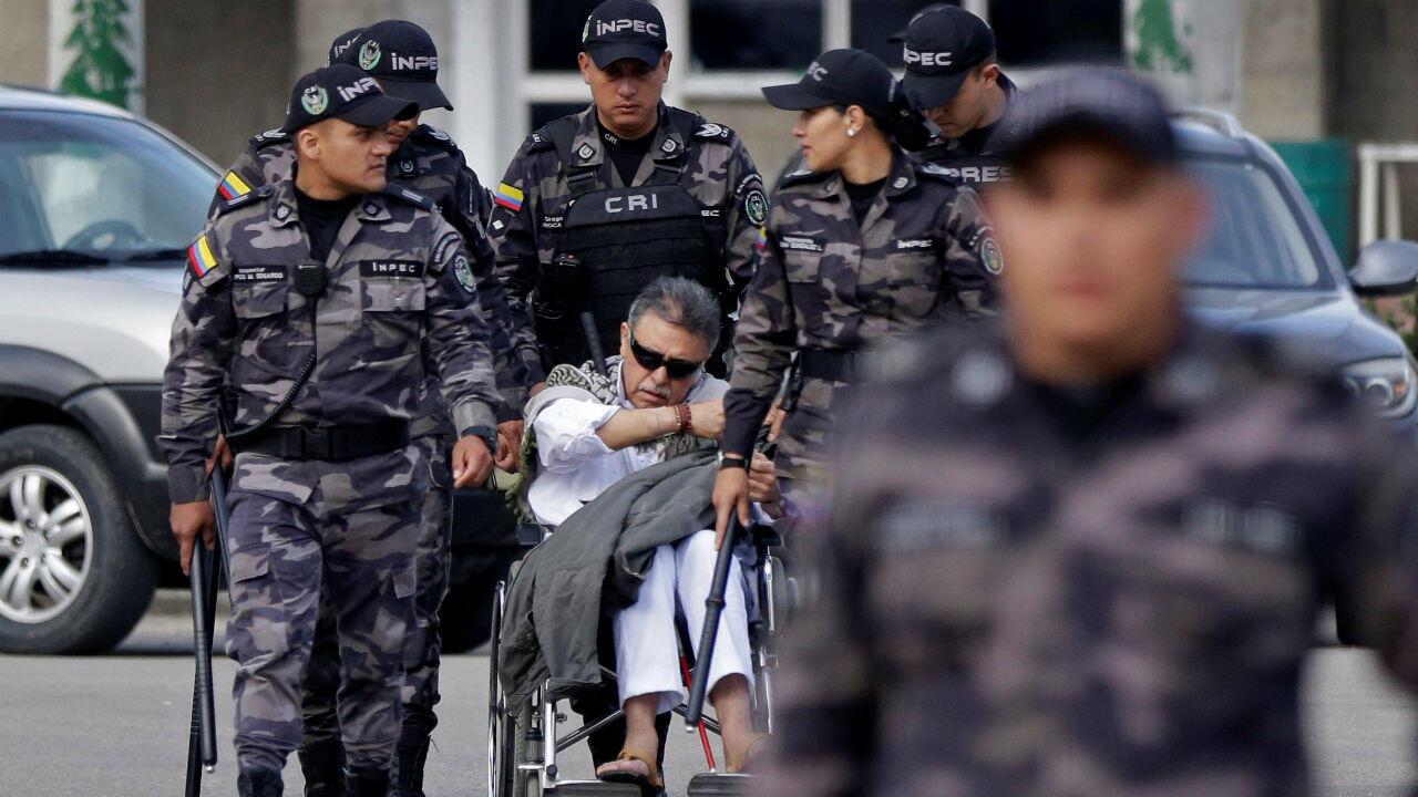 El exlíder guerrillero Jesús Santrich en la prisión La Picota, en la capital colombiana, minutos antes de ser recapturado por la Fiscalía el 17 de mayo de 2019.