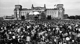 Concert de David Bowie à Berlin ouest, le 6 juin 1987.