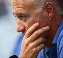 Pour son premier match en compétition officielle avec les Bleus, Didier Deschamps est déjà sous pression.