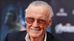 Stan Lee photographié avec ses célèbres lunettes le 11 avril 2012.