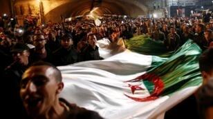En six semaines de manifestations pacifiques, les Algériens ont obtenu la démission d'Abdelaziz Bouteflika.