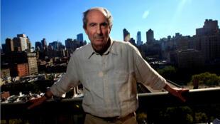 El escritor Philip Roth posa en la ciudad de Nueva York, Estados Unidos. 15 de septiembre de 2010.