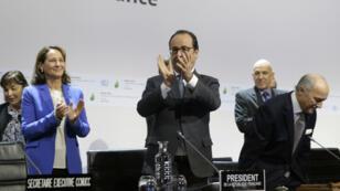 الرئيس الفرنسي فرانسوا هولاند بعد إعلان اتفاق باريس، 12 كانون الأول/ديسمبر 2015