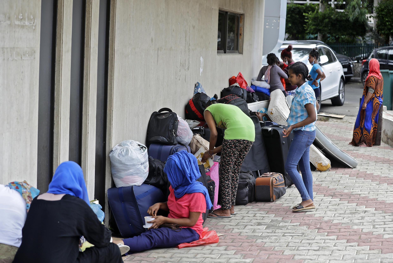 Des travailleuses éthiopiennes à la rue au Liban, devant l'ambassade d'Ethiopie dans le quartier de Hamzmieh, le 24 juin 2020.