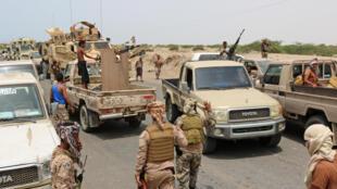 """مقاتلون موالون ل""""المجلس الانتقالي الجنوبي"""" في محافظة ابين بجنوب اليمن في 24 حزيران/يونيو 2020."""