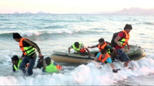 Des centaines de clandestins débarquent chaque jour sur les côtes grecques.
