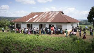 Des Congolais font la queue pour voter à Kabare, dans le Sud-Kivu, le 30 décembre 2018.