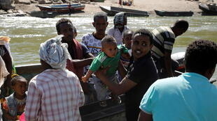 إثيوبيون يفرون من إقليم تيغراي باتجاه السودان