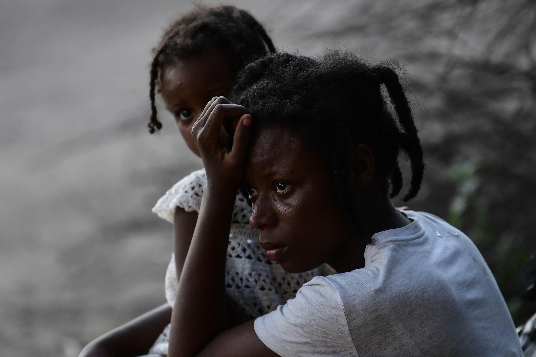 Una migrante haitiana mira hacia el río Grande -línea fronteriza con Estados Unidos-, desde Ciudad Acuña, estado de Coahuila, México, el 23 de septiembre de 2021