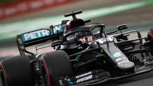 El piloto británico Lewis Hamilton (Mercedes) durante las pruebas de clasificación para el Gran Premio de Hungría de Fórmula 1, en el circuito Hungaroring de Budapest, el 18 de julio de 2020
