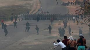 مجموعات فنزويلية مسلحة في مدينة باكاريا على الحدود مع البرازيل