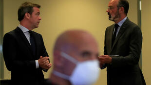 Health Minister Olivier Véran, left, and former prime minister Edouard Philippe at a meeting on the Covid-19 crisis on May 25, 2020.