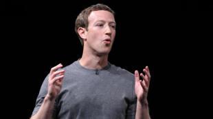 Mark Zuckerberg, PDG de Facebook, rencontre des figures éminentes du camp républicain