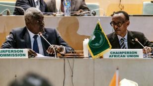 Le président de la Commission de l'UA, le Tchadien Moussa Faki, et le président de l'UA, le Rwandais Paul Kagamé.