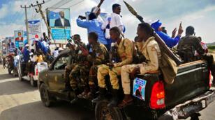 Des forces de sécurité somaliennes dans une parade pour les élections présidentielles à Mogadiscio, le 20 décembre 2016.